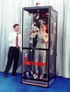 money-machine-cash-cube-booth